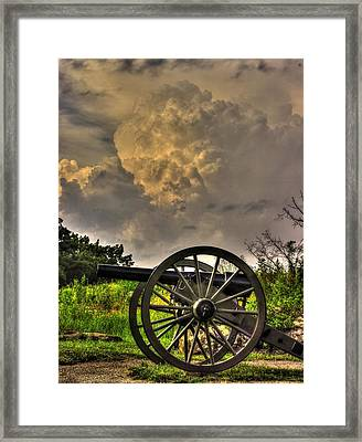 War Thunder - The Clouds Of War 2a - 4th New York Independent Battery Above Devils Den Gettysburg Framed Print by Michael Mazaika