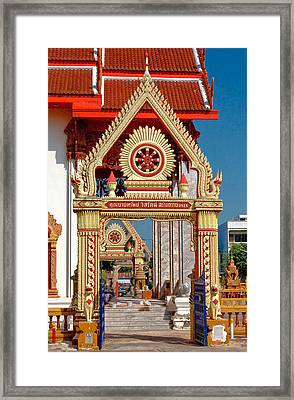 Wat Liab Ubosot Gateway Dthu039 Framed Print by Gerry Gantt