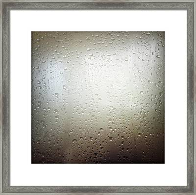 Water Drops Framed Print by Les Cunliffe