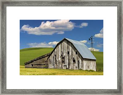 Weathered Barn Palouse Framed Print by Carol Leigh