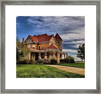 Welcome Home Framed Print by Dan Sproul