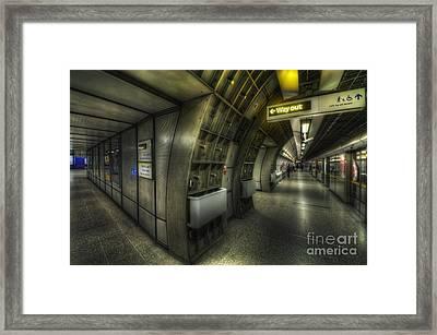 Westminster 3.0 Framed Print by Yhun Suarez