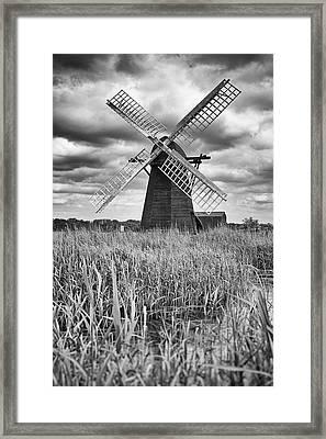 Wind Pump At Herringfleet Framed Print by Ian Merton
