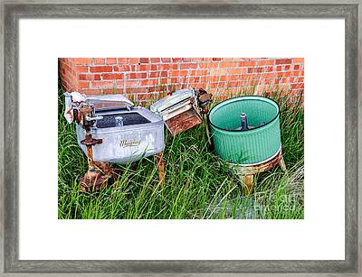 Wringer Washer And Laundry Tub Framed Print by Sue Smith