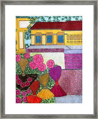 Yellow Casa Pink Flors Framed Print