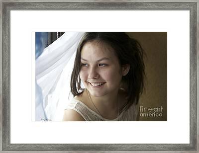 Young Lady......kazdy Z Nas Nosi W Sobie Piekno. Cala Sztuka Polega Na Tym By Umiec Je Odkryc. Framed Print by  Andrzej Goszcz