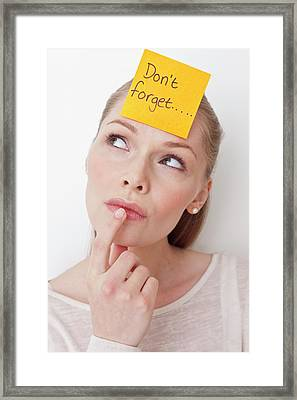 Young Woman With Sticky Note Framed Print by Ian Hooton/science Photo Library