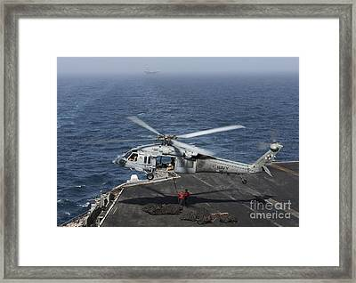 A Mh-60s Knighthawk Conducts A Vertical Framed Print