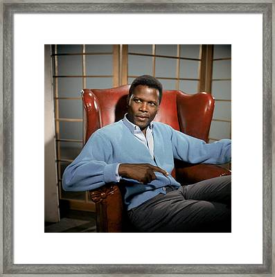 A Patch Of Blue, Sidney Poitier, 1965 Framed Print by Everett