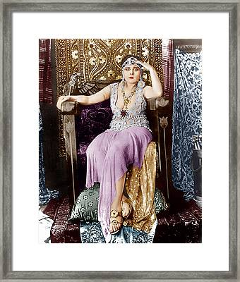 Cleopatra, Theda Bara, 1917 Framed Print by Everett