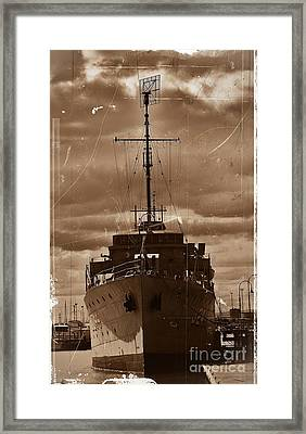 Framed Print featuring the photograph Hmas Castlemaine by Blair Stuart