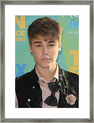 Justin Bieber At Arrivals For 2011 Teen Framed Print by Everett