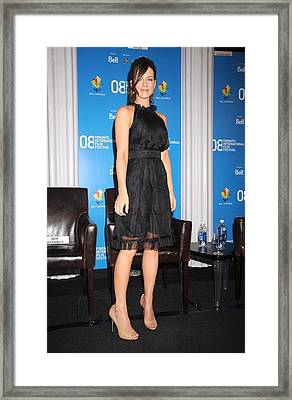Kate Beckinsale At The Press Conference Framed Print by Everett