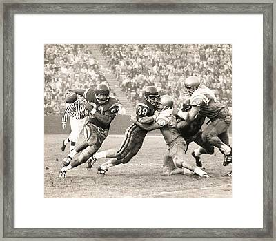 Oj Simpson Carrying The Ball Against Ucla Framed Print