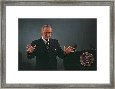 President Lyndon Johnson Speaks Framed Print by Everett