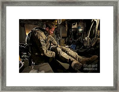 U.s. Army Specialist Practices Giving Framed Print by Terry Moore