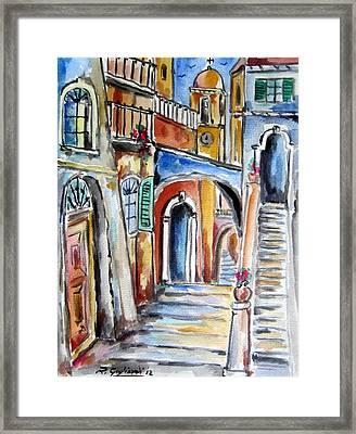 Vecchio Vicolo A Trastevere Framed Print