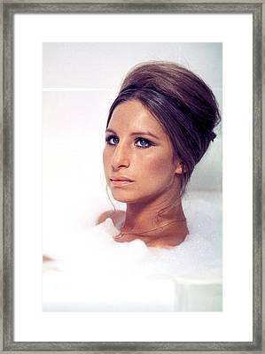 Whats Up, Doc, Barbra Streisand, 1972 Framed Print by Everett