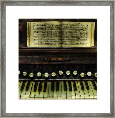 1879 Cornish Piano And Organ Company Piano - Vintage - Nostalgia  Framed Print by Lee Dos Santos