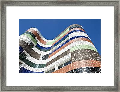 A City Building In Melbourne. The Framed Print by Dave and Les Jacobs