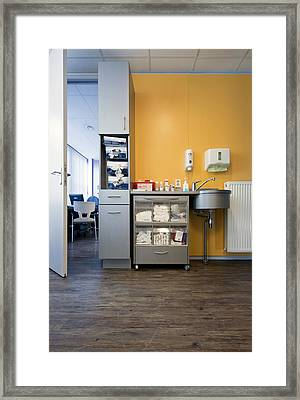 A City Drop-in Or Emergency Medical Framed Print by Corepics
