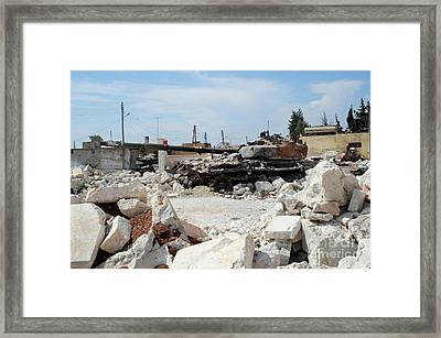 A Russian T-72 Main Battle Tank Framed Print by Andrew Chittock