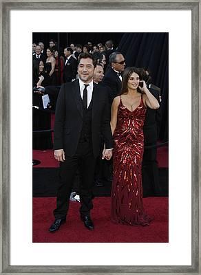 Javier Bardem, Penelope Cruz Framed Print by Everett