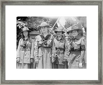 Juliette Daisy Low, Founder Of The Girl Framed Print by Photo Researchers