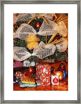 Regalos Navidenos Framed Print by James Brunker