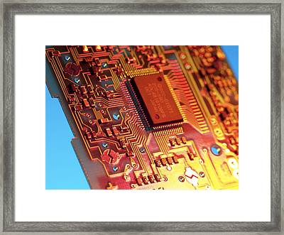 Silicon Chip Framed Print by Tek Image