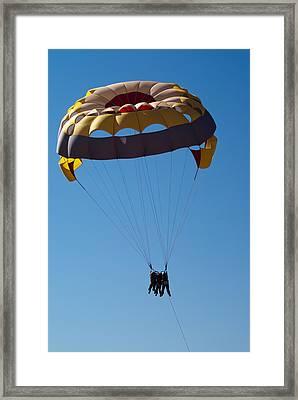 Framed Print featuring the photograph 3 People Para-sailing Pachmarhi by Ashish Agarwal
