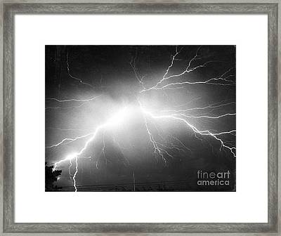 Lightning Framed Print by Science Source