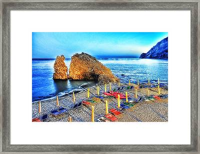 5 Terre Monterosso Beach Umbrellas In Passeggiate A Levante Framed Print by Enrico Pelos