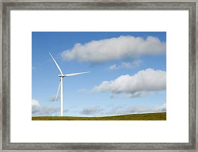 Wind Turbine  Framed Print by Les Cunliffe