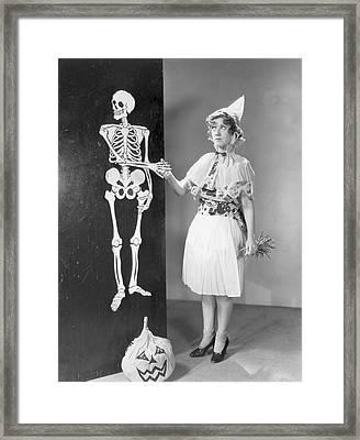 A Bone To Pick Framed Print by Hulton Archive