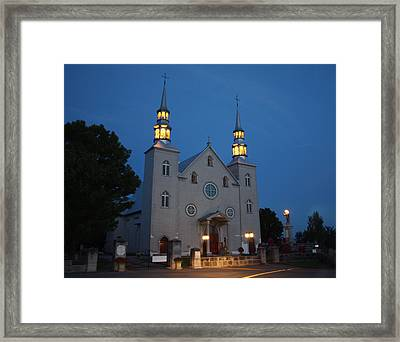 Framed Print featuring the photograph A Quiet Beauty by Robin Regan