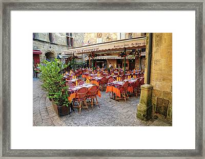 A Restaurant In Sarlat France Framed Print by Dave Mills