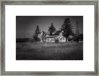 Framed Print featuring the photograph Abandoned Farm by Chuck De La Rosa