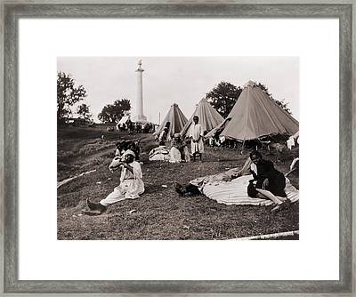 African American Refugees In Front Framed Print by Everett