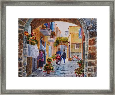 Framed Print featuring the painting Alley Chat by Karen Fleschler