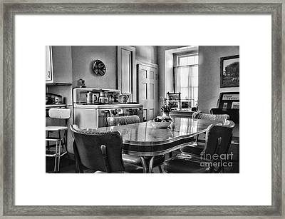 Americana - 1950 Kitchen - 1950s - Retro Kitchen Black And White Framed Print