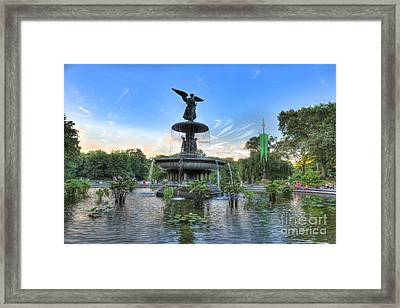 Angel Of The Waters Fountain  Bethesda II Framed Print by Lee Dos Santos