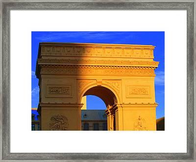 Arc De Triomphe  Framed Print by Linda Edgecomb