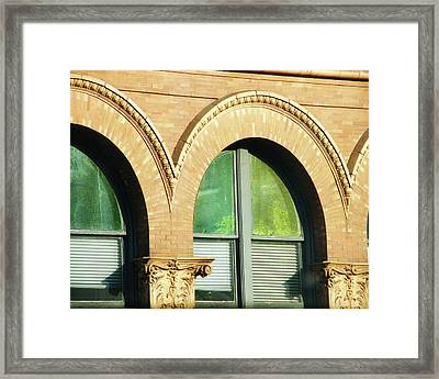 Framed Print featuring the photograph Architecture Memphis by Lizi Beard-Ward