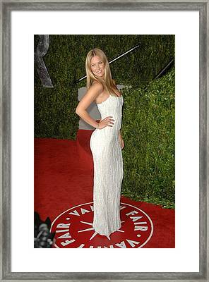 Bar Refaeli At Arrivals For Vanity Fair Framed Print by Everett