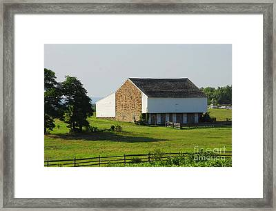 Framed Print featuring the photograph Brian Barn At Gettysburg by Cindy Manero