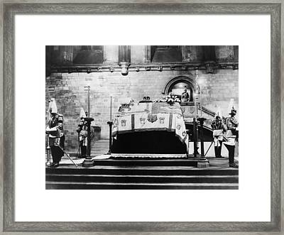 British Royal Family. Coffin Of King Framed Print by Everett