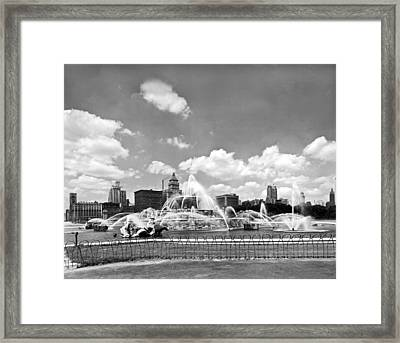 Buckingham Fountain In Chicago Framed Print by Underwood Archives