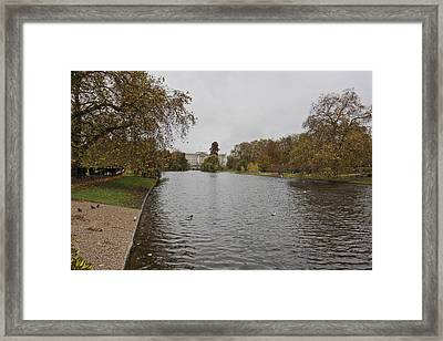Framed Print featuring the photograph Buckingham Palace View by Maj Seda
