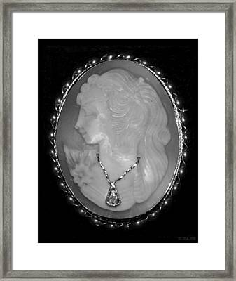Cameo In Black And White Framed Print by Rob Hans